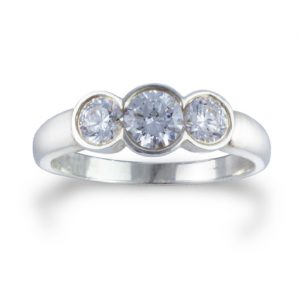 Trilogy ring in platinum and 1ct of diamond with scalloped setting
