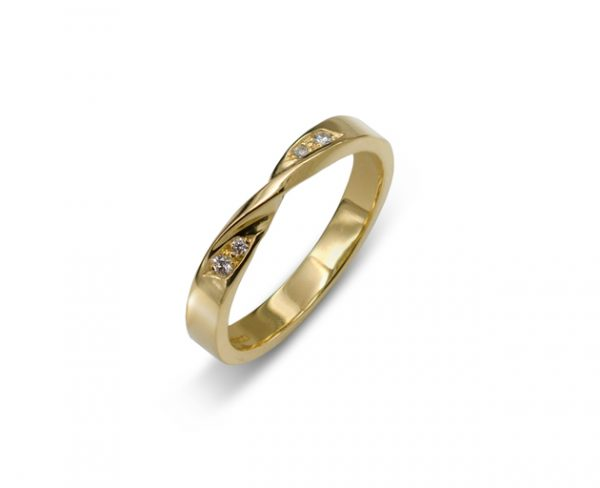 Wedding Ring with Twist Gold and Diamond