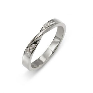 Wedding Ring with Twist in Platinum Diamonds