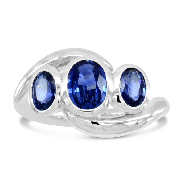Sapphire trilogy ring in platinum spiky design