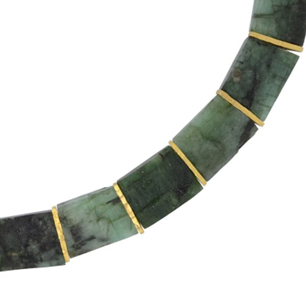 emerald collar necklace close up