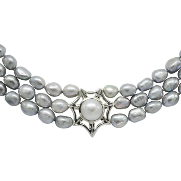 Magnetic Triple Strand Grey Pearl Catch