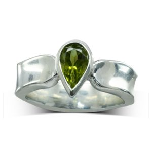 Side Hammered Peridot Pear Ring