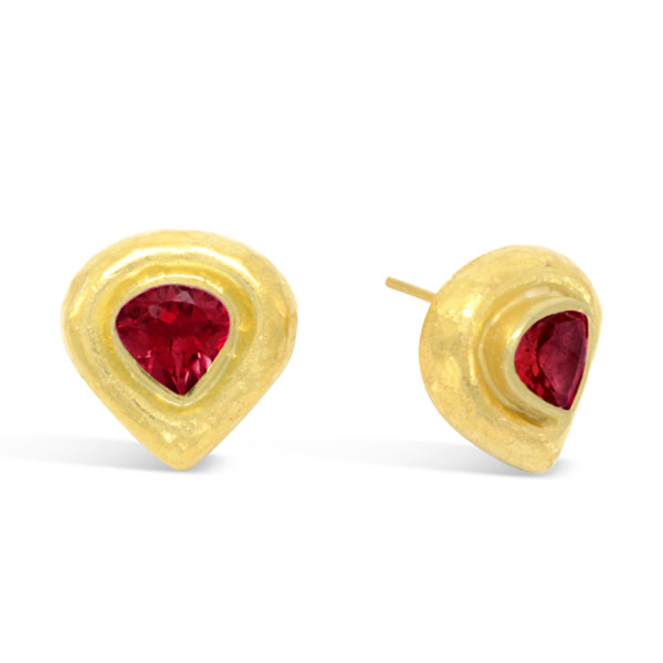 Hammered Ruby Earstuds Heart